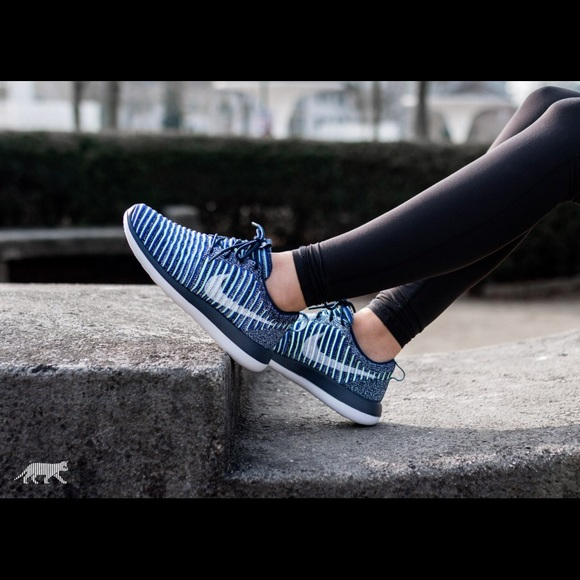 a5cf099a8c68 Nike Roshe Two Fly knit Sneakers. M 5a62ee1c331627139693c33d